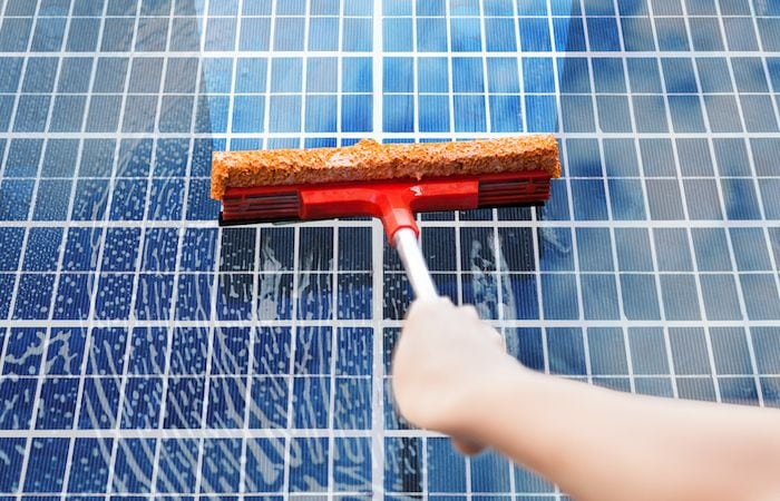 Paneles-Solares-Como-Limpiarlos-v001-compressor